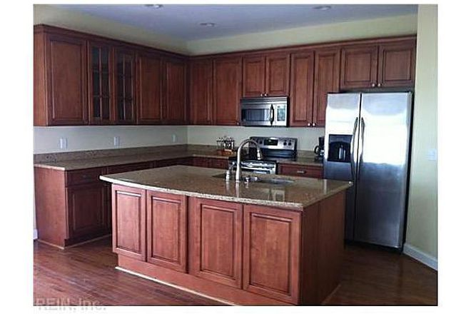 Large eat in kitchen fully furnished