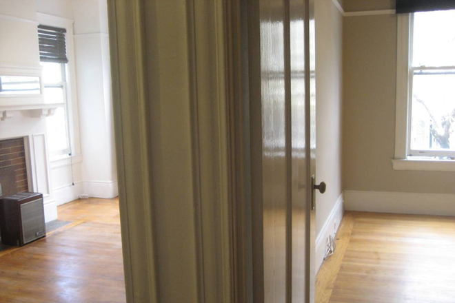 Hall - Great building, Unique Victorian unit bright deck, yard, view walk to USF. lots of outdoor space Apartments