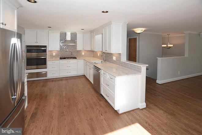 Beautiful updated white kitchen. - Updated Single Family Home walking distance to GMU and Old Town Fairfax Rental