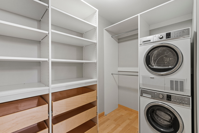 Laundry and Walk-In Closets - 10 minutes to campus! FREE parking! Apartments