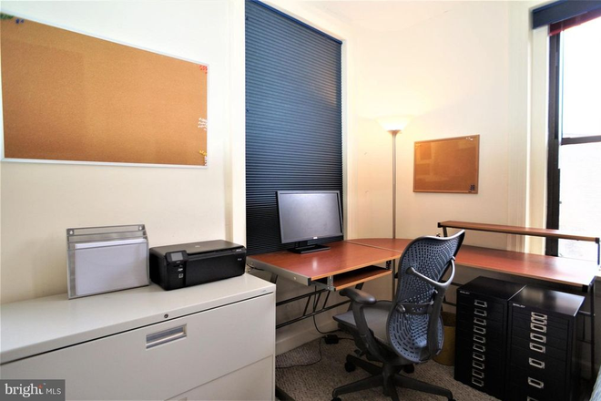 Home office space - THE BELGRADE, CLOSE TO SAIS AND A SHORT BIKE RIDE TO CAPITOL HILL/DOWNTOWN Apartments