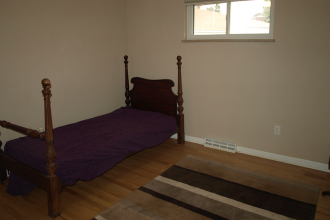 Available Bedroom - 400 South Poplar Way Rental