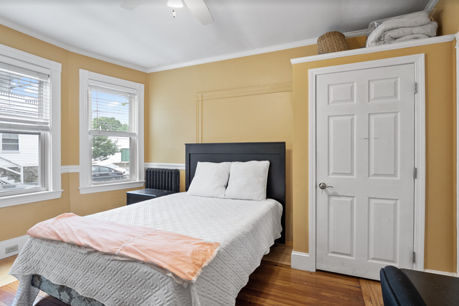 Bedroom - Rent a Private Bedroom in a 4 bed/1 bath Centrally Located in Waltham! Apartments