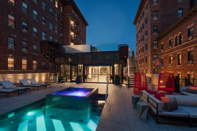 Rooftop Pool/Hot Tub
