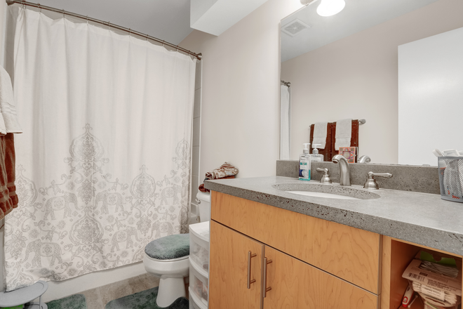Cordova Shared bathroom - Elevation Student Living (Enclave location) Apartments