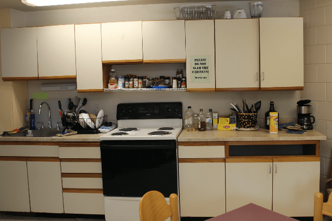 Kitchen space. - Hillel House 388 N. Pleasant St. FALL 2021 SINGLE OR SHARED ROOM Rental