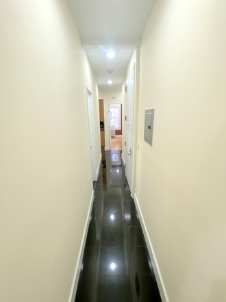 Hall - 4 Bedrooms + renovation!! Apartments