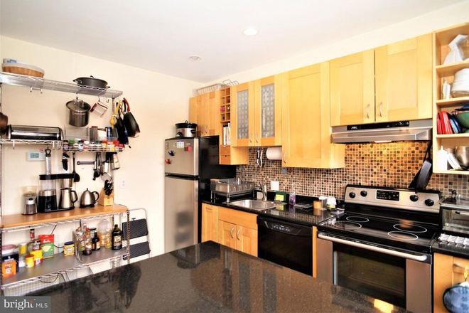 Kitchen - THE BELGRADE, CLOSE TO SAIS AND A SHORT BIKE RIDE TO CAPITOL HILL/DOWNTOWN Apartments