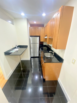 Kitchen - 4 Bedrooms + renovation!! Apartments