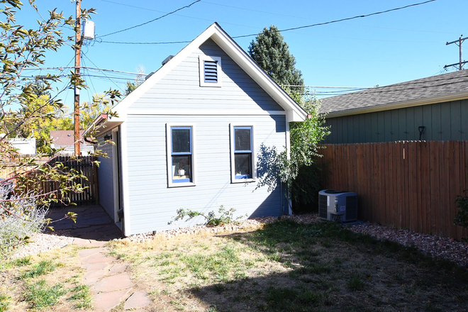 Detached Garage - Charming 2 Bedroom Home Close To Campus! Rental