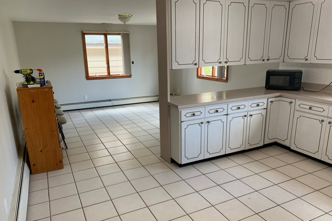 Kitchen - dining - BENTLEY STUDENTS. Immaculate/spacious 5 bedroom 2 bath single family home! Rental
