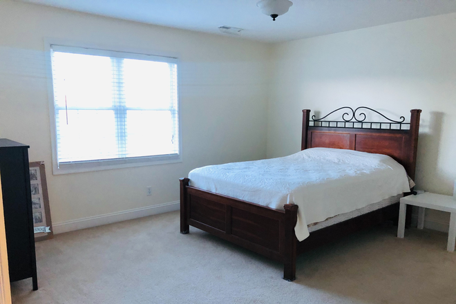 Master Bedroom - Furnished Wyndhurst Townhouse incl Util & WiFi, 2-3 Rooms avail, $425 ea/4 students, 6 miles from LU