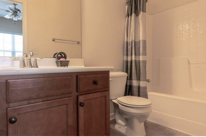 Your own private bathroom - Private room and bath, $500, bills included Townhome