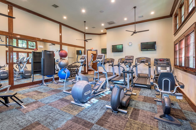 Fitness center - The Estates at River Pointe Apartments