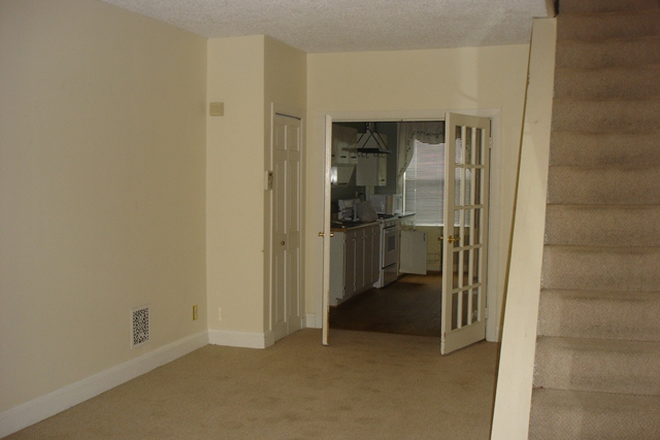 Living Area - Charming 2 bed, 1 bath Townhouse in Canton
