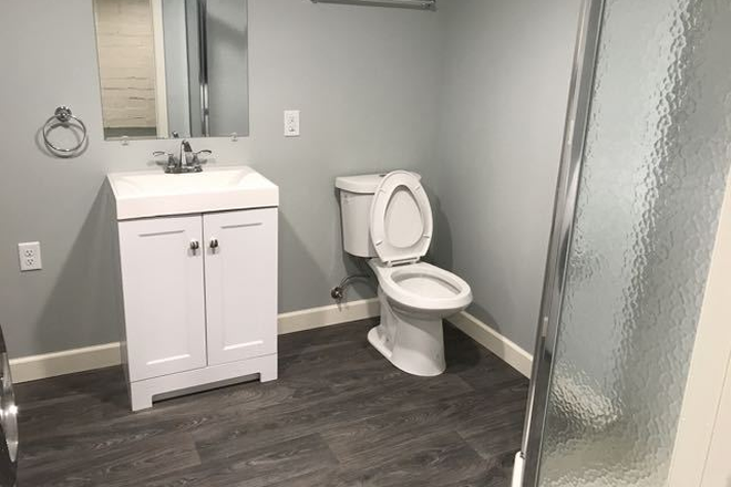 New Bathroom - Fully renovated 4BD 2BA house in historic part of Saint Paul Rental