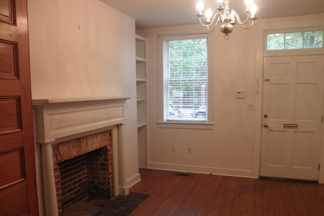 Living Area - Charming 2 possible 3 bed, 1 ½ bath Townhouse in Fells Point