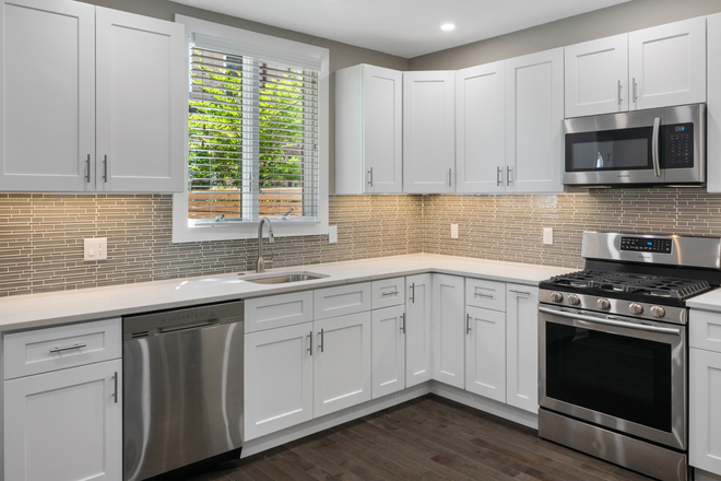 Kitchen - Beautifully Renovated Christian Street Home Close to Campuses Rental