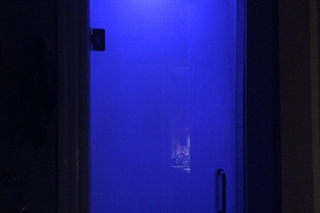 steam room with wifi-controlled light - //// Luxury 2-bedroom apt- Fully Remodeled
