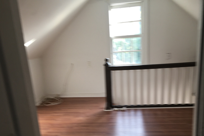 Extra Room - Apartments close to campus.