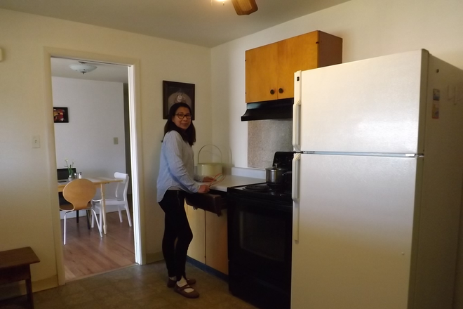 KITCHEN REFRIGERATOR AND STOVE - BEDROOMS FOR RENT NEAR ANSCHUTZ MEDICAL CAMPUS IN STUDENT'S HOUSE ON BARANMOR PKWY $760 Rental