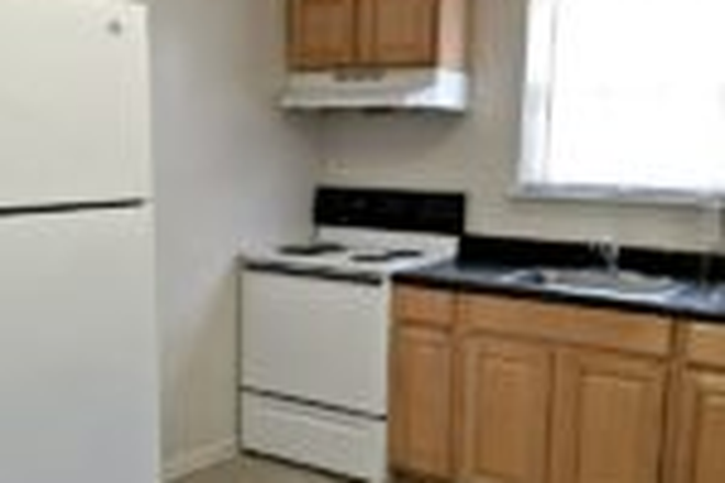 Kitchen - ODUrent Offers Spacious 5-Bed Duplex! Rental
