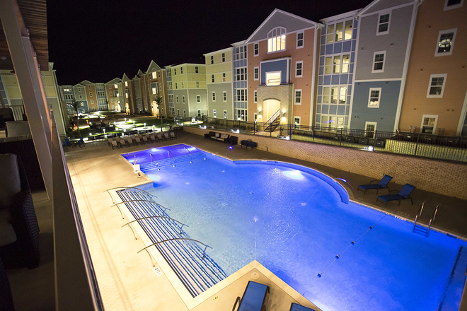 Beautiful At Night - The Oasis, A VUE Community Apartments