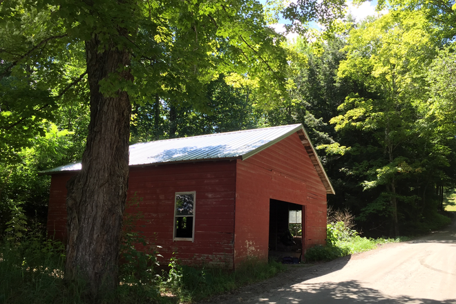 2 car covered garage - Quaint, quiet farmhouse near Vermont Law School Rental