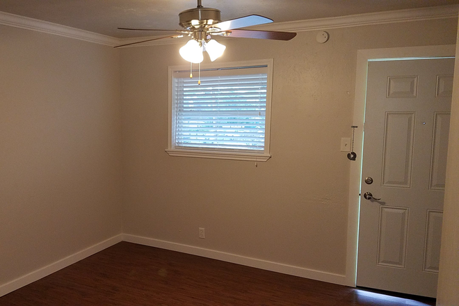 Living Room - 1 Bed 1 Bath Updated Apartment Near UNT