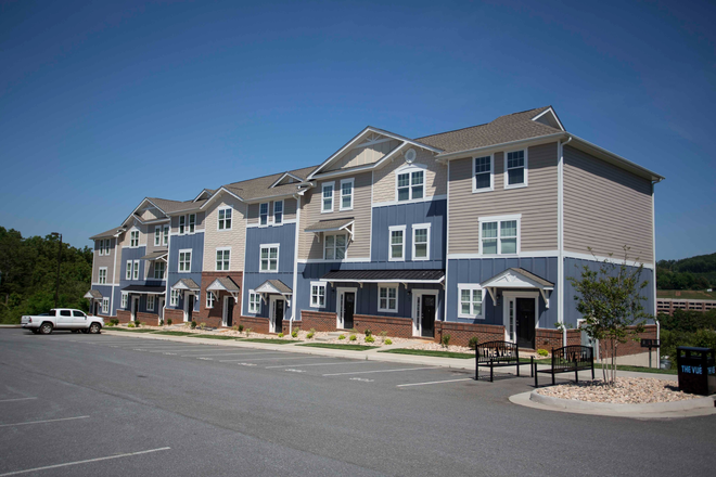 Huge Townhomes - The VUE at College Square Townhome