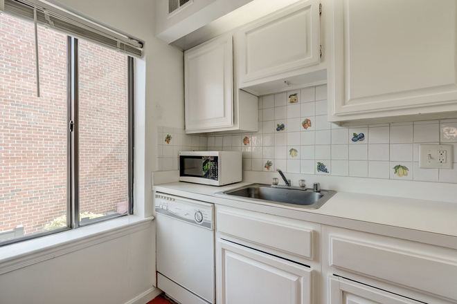 Kitchen - Georgetown -  Papermill w Parking $3000 Townhome