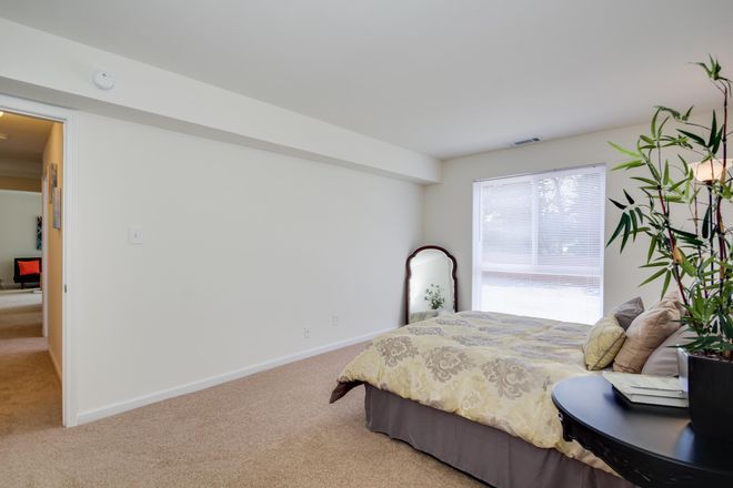 Large M aster Bedroom