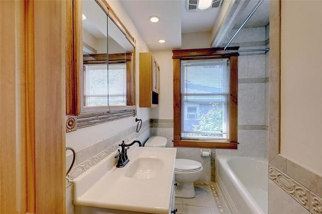 Remodeled bathroom with tub/shower