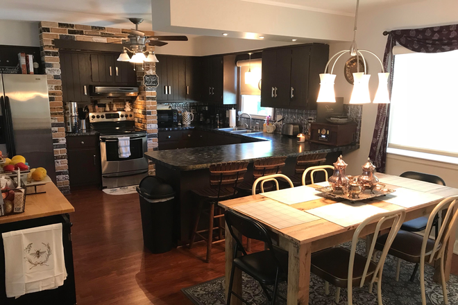 Kitchen/Dinning area - *Looking for some Christ-lovin Students to live in this Beautiful 3 story House!!! Close to LU! Rental