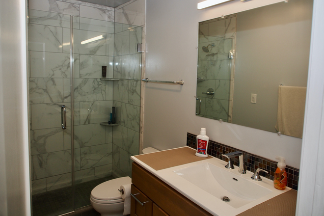 Bathroom - Townhouse to Share in Rittenhouse Sq. Area. Currently has one tenant, looking for 2 more tenants
