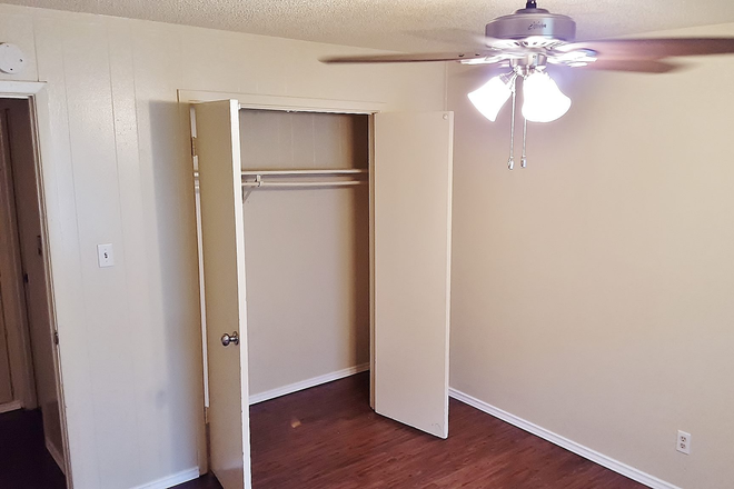 Large Closets - 2 Bedroom Updated Apartment near UNT
