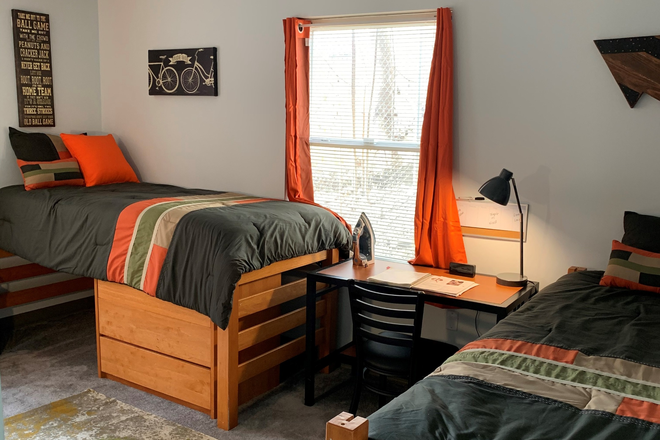 Shared Bedroom Options - Oxford Village, 1, 2 & 3 Bedrooms, Furniture Pkg Avail, Shared & Private Rooms Apartments