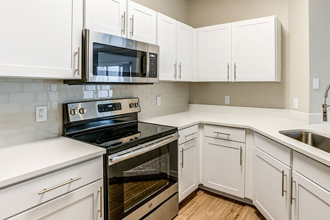 Fully Equipped Kitchen w/ Designer Fixtures &Finishes