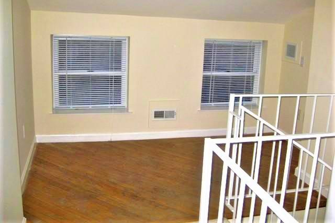 Second bedroom and hardwood floors - Beautiful, Remodeled  Otterbein Rowhome $1750 Townhome