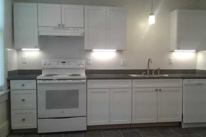 Kitchen - Beautifully-remodeled 5 bedroom, 2 bath house w walk-in closets, city views, fireplaces, bay windows Rental