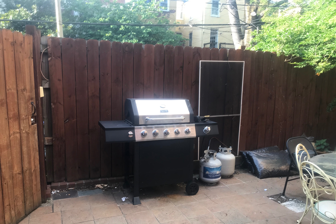 Gas grill and back patio - BEAUTIFUL LOGAN CIRCLE ENGLISH BSMT STUDIO AND OUTSIDE AREAS Apartments