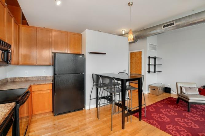 Nook and living area - *Furnished* 720 sqft 1bdrm/1ba apartment w/ secure parking, storage