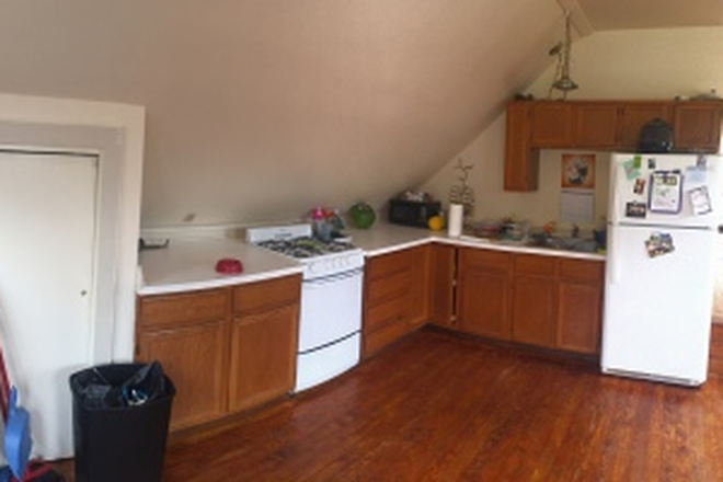 Kitchen - 564 South Windsor Barn Apartments - Walking Distance to VLS and Alumni Owned