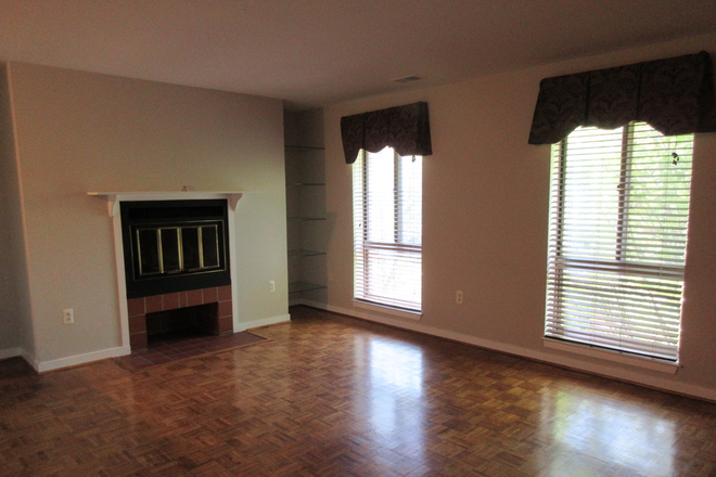 Living Area - Top Floor 2 BR 2 Bath Condo Available Aug 1st