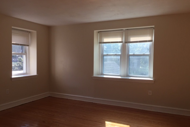 Bedroom - House 3 Block away from Main Campus (5bds/3baths) Rental