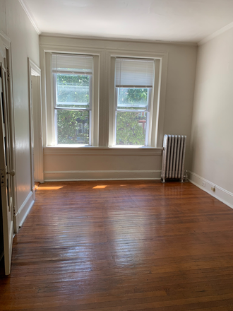 Top Floor Back Bedroom - Student Housing Available in Historic Charles Village Townhome