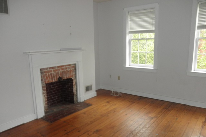 Bedroom - Charming 2 possible 3 bed, 1 ½ bath Townhouse in Fells Point