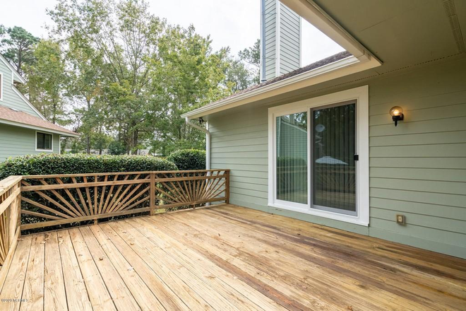 Back deck to relax - Crooked Creek Townhome