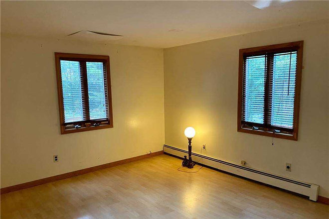 Interior - Nice Two Bedrooms Apt In Heart Of Jericho