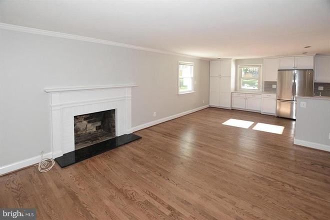 Living room adjoining dining room. - Updated Single Family Home walking distance to GMU and Old Town Fairfax Rental